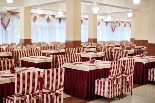 Обеденный зал ресторана