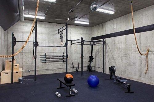 Домашний спортзал в подвале
